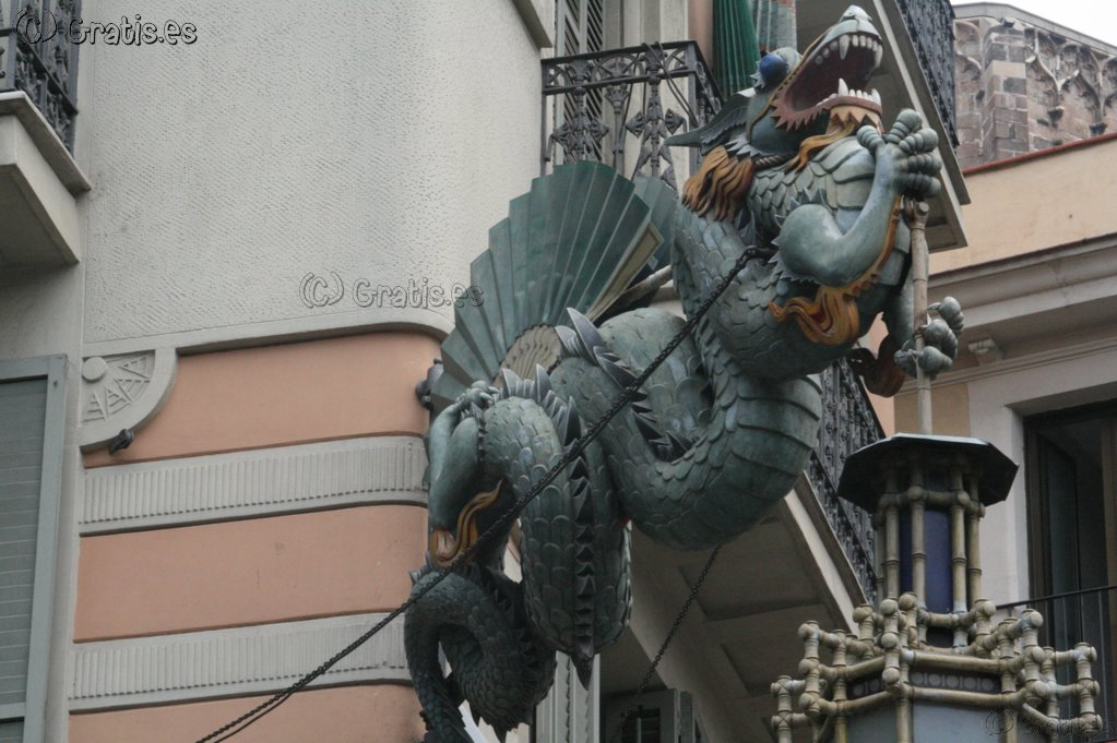 Dragon en edificio de Barcelona