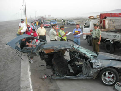 Medio coche tras accidente